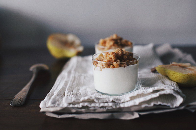 fromage-blanc-crumble-poires-1-moodfeather