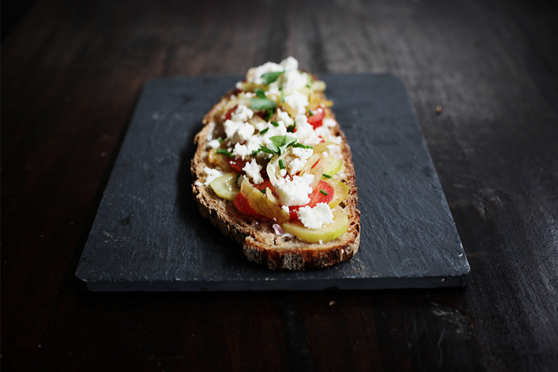 tartine-courgettes-tomates-chevres-moodfeather-01