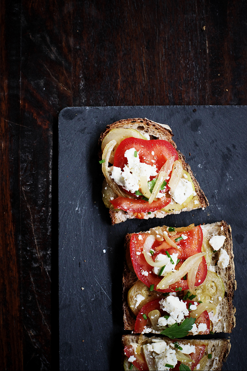 tartine-courgettes-tomates-chevres-moodfeather-03