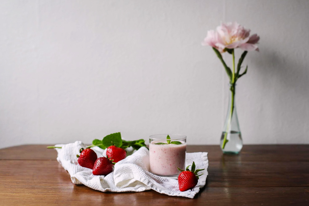 smoothies-fraise-lait-coco-moodfeather-1